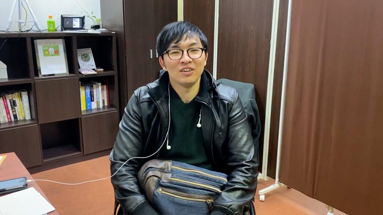 キックオフミーテング時に撮影した穴田氏の写真
