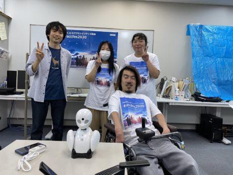 事務所で配信を運用していたアイコラボ神戸のスタッフの写真