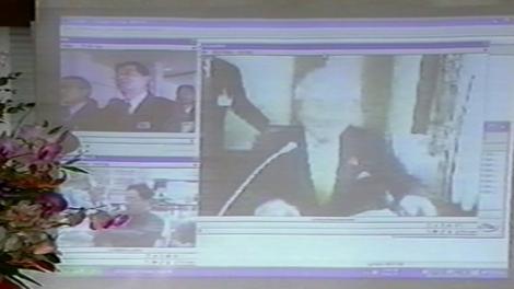 当時の國松知事とアイヘルプと草津事務所がネットでつながっている画面の写真